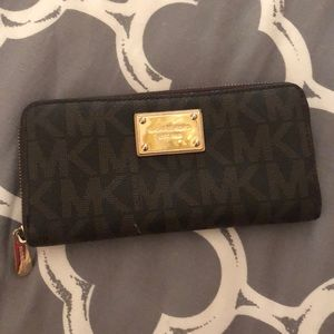 Michael Kors Continental Zip Jet Set Travel Wallet